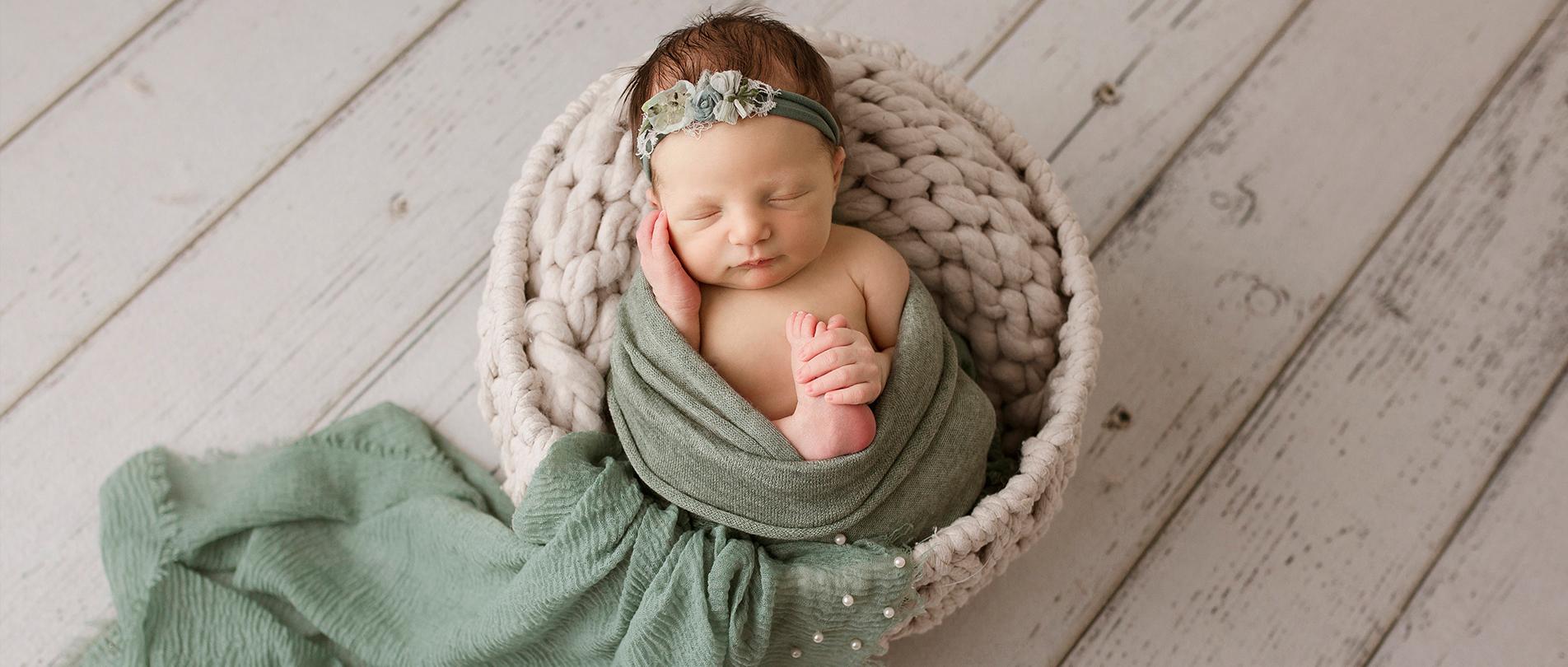 metro detroit newborn photographer brighton howell ann arbor 2020